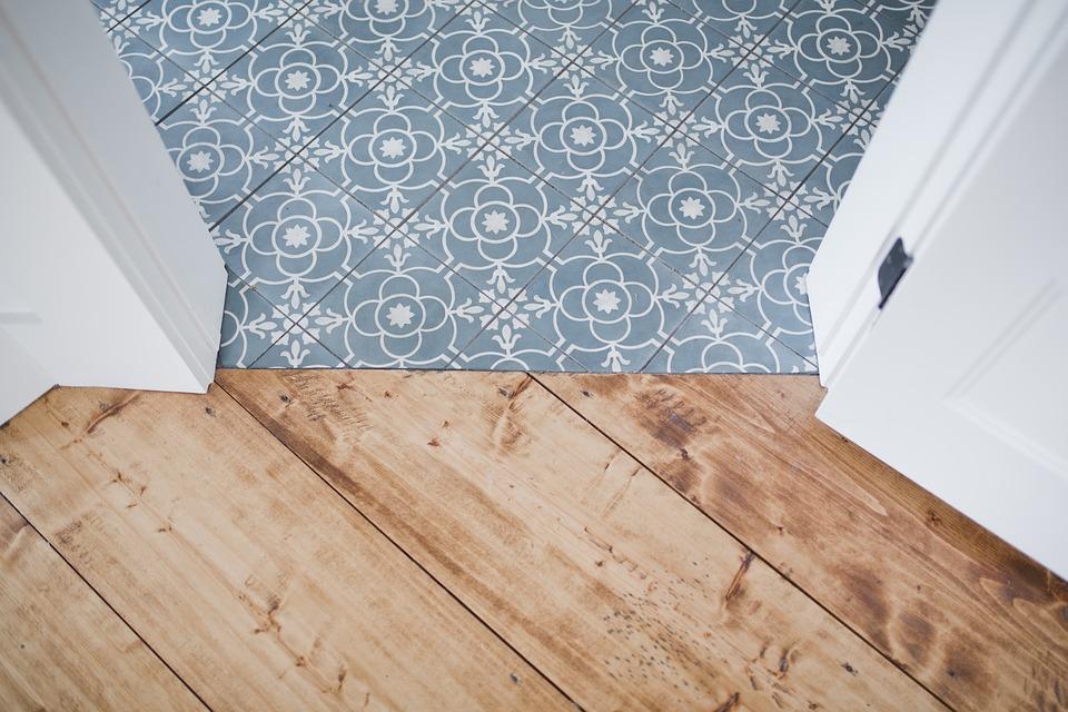 Pavimentazione in legno e piastrelle - Arredo Parquet